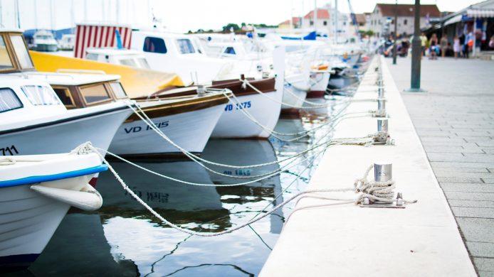 Båter ved havnen